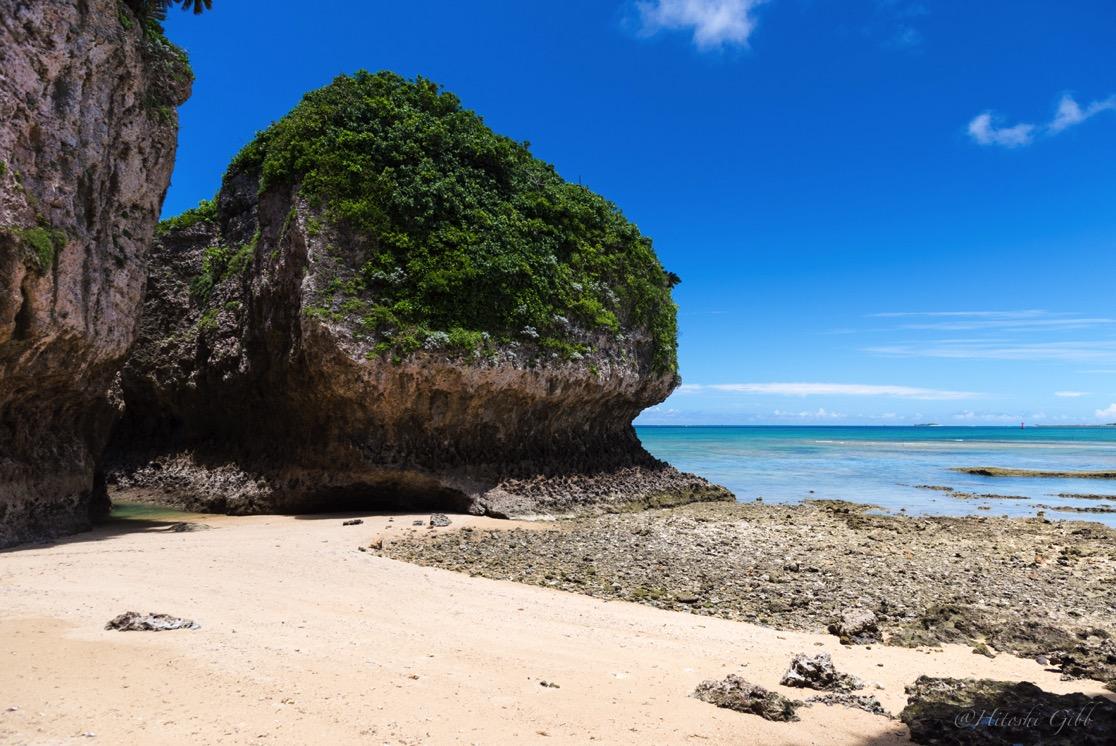 エージナ島にある天然ビーチ