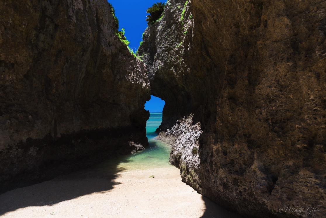 エージナ島にある海へ続く入り口