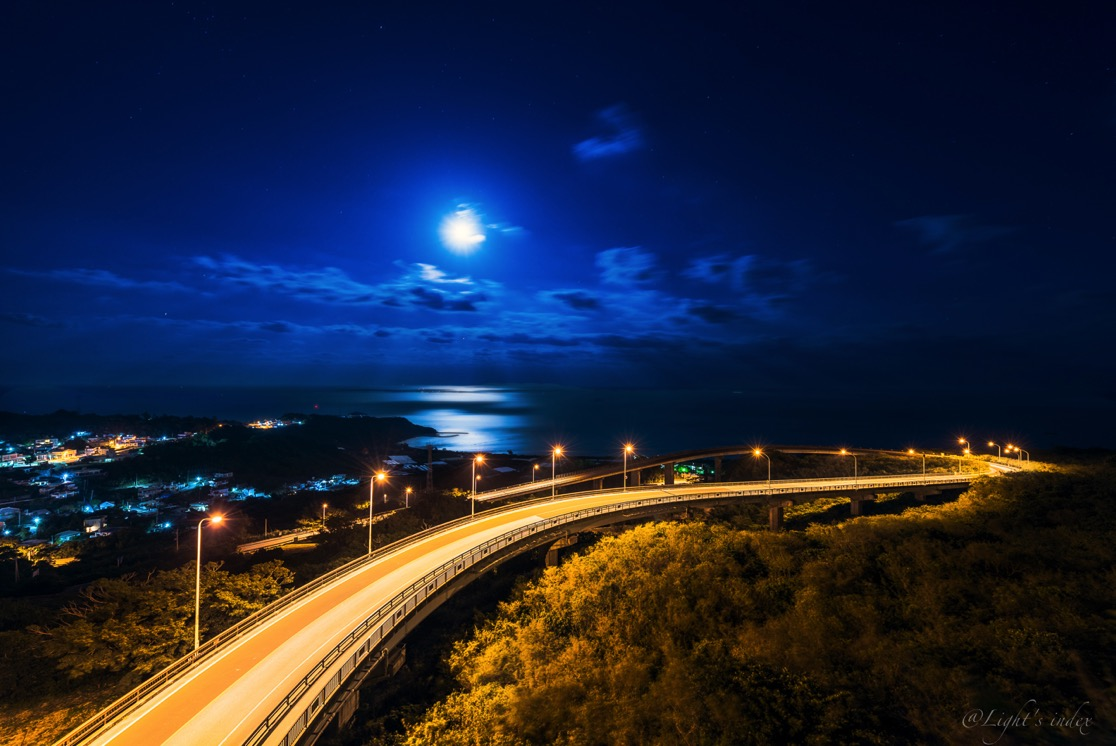月夜のニライカナイ橋